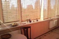 Кухня, соединенная с балконом.