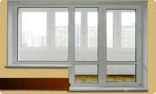 Пластиковые двери на балконы устанавливаются вместе с окнами, что называется балконным блоком.