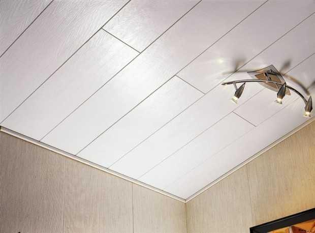 Отделка потолка ПВХ-панелями