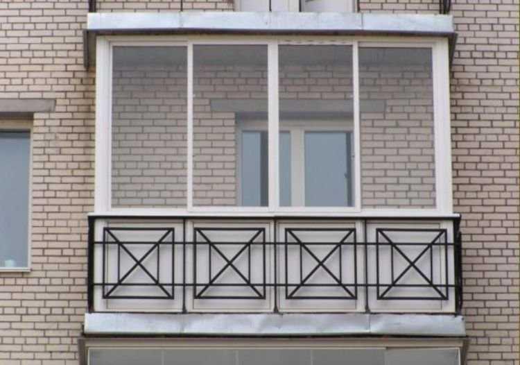 Хозяевам, желающим превратить площадь балкона в полноценные квадратные метры, необходимо выполнить его утепление, остекление и произвести отделочные работы.
