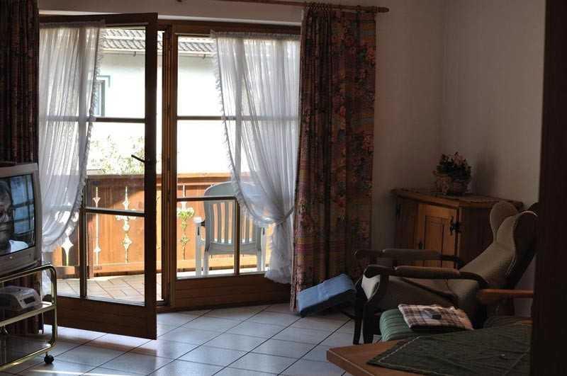 Балконный блок – это конструкция из балконной двери и окна, выходящего на это помещение.