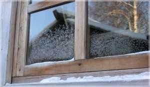 Не утеплённое деревянное окно.