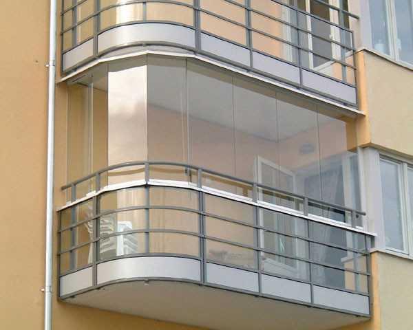 Любая отделка утепленной лоджии или балкона не может обойтись без пластиковых окон, которые способны переносить даже северные морозы.