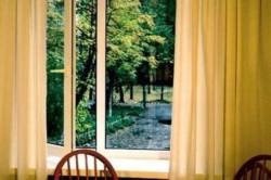 Окна из ПВХ-профилей отличаются высокой плотностью всех соединений и в закрытом состоянии пропускают очень мало воздуха.