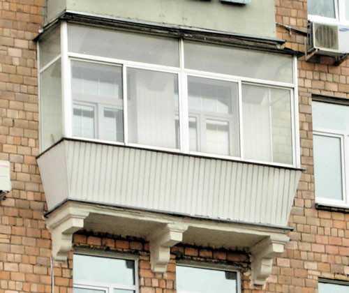 """Остекленный балкон в """"сталинке"""""""