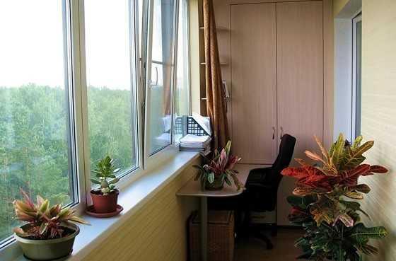 Перед установкой утепления на лоджии или балконе требуется тщательно заделать щели, иначе вся работа по утеплению окажется тщетной.