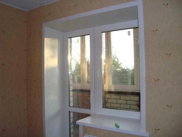 Окно, отделанное сендвич-панелями