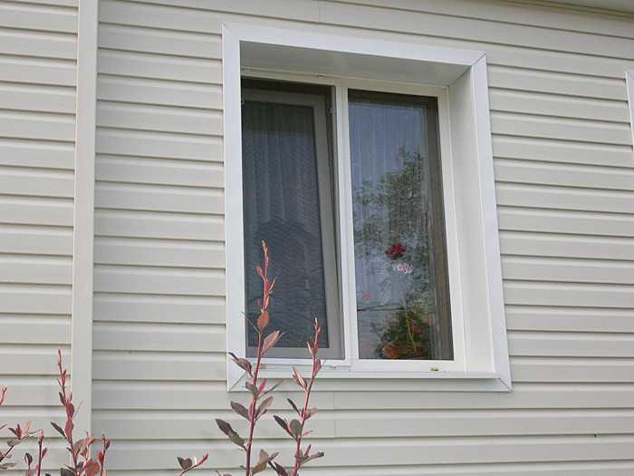 Обшиваем окно сайдингом видео