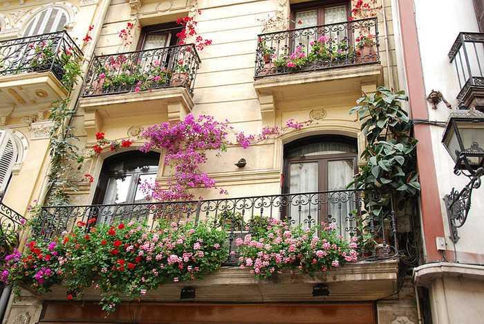 Украшение балконов