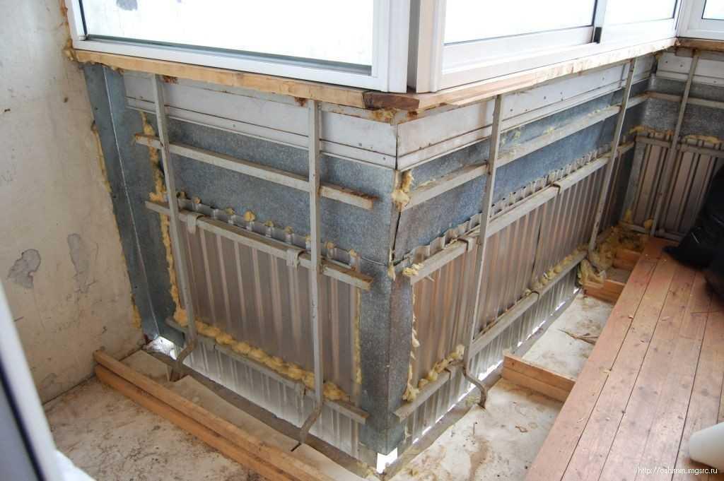 Укрепление балкона с металлическим парапетом.