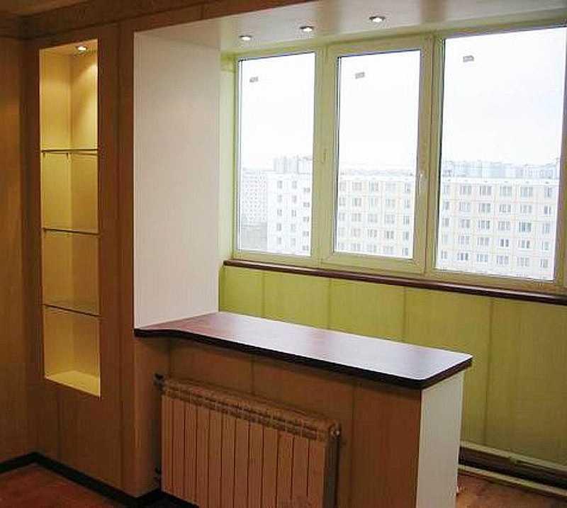 Планировка кухни с балконом.