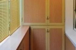 Не стоит забывать то, что свет в квартиру попадает через балкон, поэтому шкафчик не должен мешать проникновению солнечных лучей внутрь помещений.