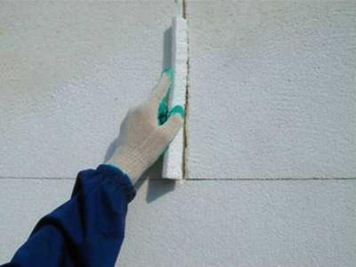 Стена, обшитая пенопластом