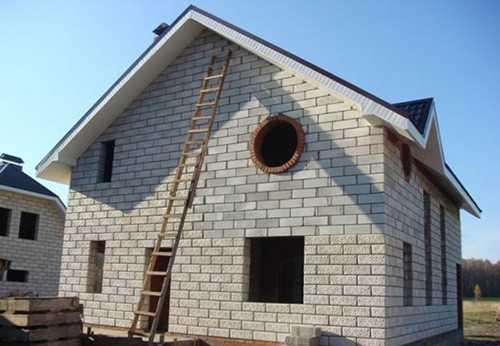 Стены дома из пеноблока