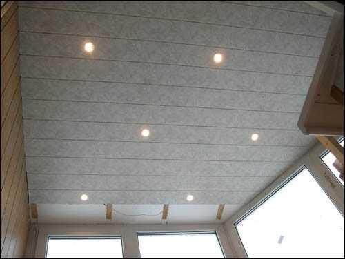 В качестве источника света выбраны обычные, встраиваемые лампочки по 25 ватт.