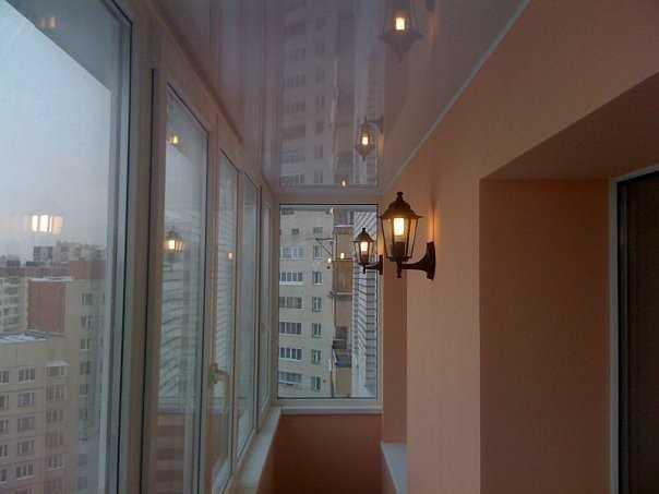 Использование светильников на балконе