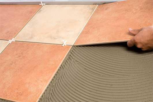 как класть бетонную плитку на пол
