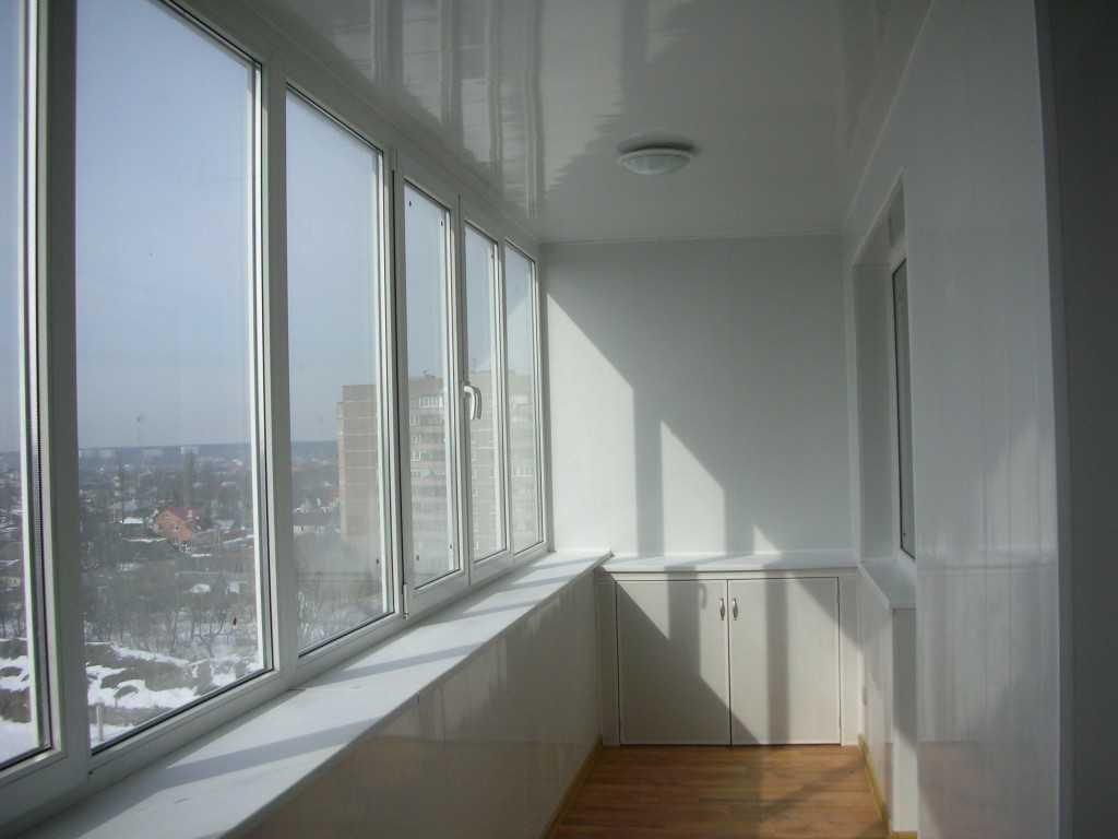 Качественно сделанный пластиковый балкон