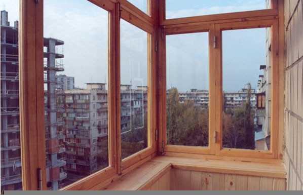 Деревянный балкон.