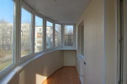 Отделка потолка на балконе пластиковыми панелями