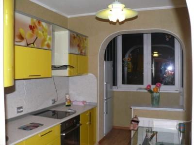 Арка между балконом и кухней