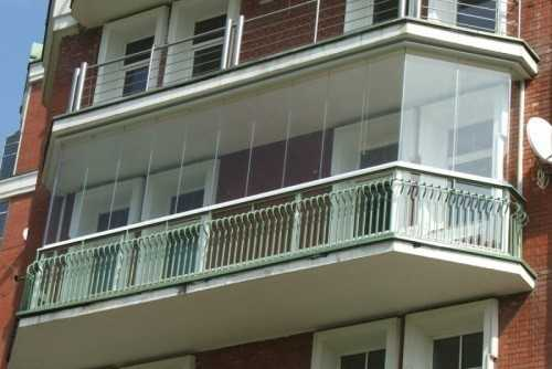 Балкон, выполненный из поликарбоната
