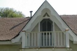 Балкон на фронтоне мансарды