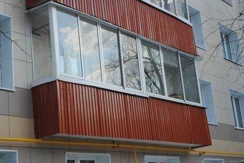 Балкон обшитый профлистом