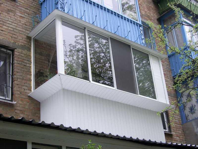 Оформление фасада балкона сайдингом