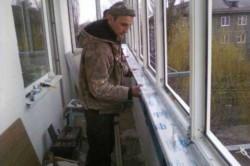Независимо от того, будет ли окно из алюминиевого профиля или из металлопластика – оно должно быть установлено окончательно, со стеклопакетами и полной задувкой периметра.