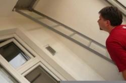 Что делать с пожарной лестницей на балконе?