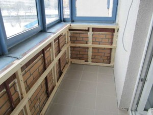 Обрешетка стен балкона