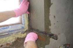 Откос закрывает шов из монтажной пены, который будет образован при установке нового оконного блока.