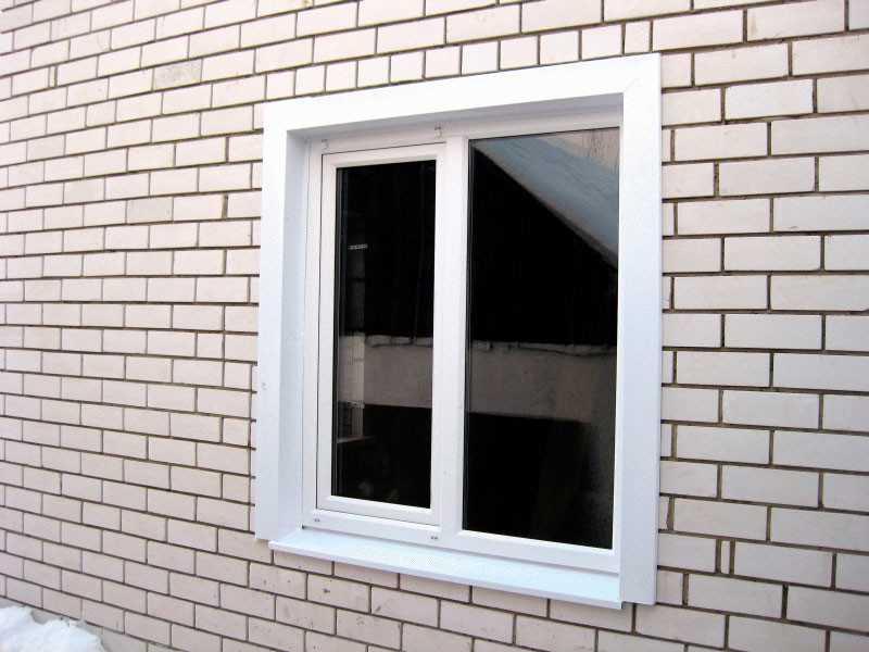 Несмотря на то, какой бы вид откосов вы не выбрали, окна должны быть хорошо заделаны, то есть шов между окном и стеной должен быть герметичным, чтобы потом не ломать голову, почему потеют пластиковые окна.