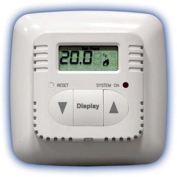 Информативный ЖК дисплей попеременно показывающий температуру пола (или воздуха) и заданную пользователем.