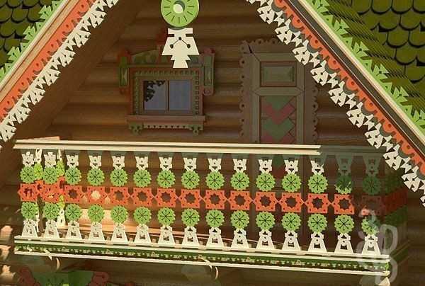 Балкон с резными перилами