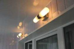 Правильно подобранное освещение балкона или лоджии сделает помещение уютным и комфортным.