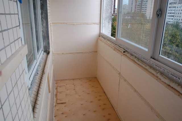 Утепление балкона пенопластом.