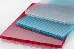 Поликарбонат устроен так, что внутри материала имеются мельчайшие воздушные поры, где скапливается воздух, именно он обеспечивает хорошую теплоизоляцию.
