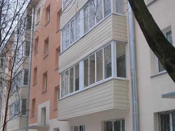 Внешняя отделка балкона пластиковыми панелями.