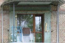 Вынос балкона производится по основанию плиты.