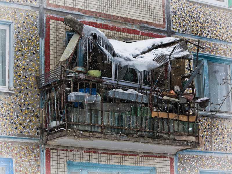 Балкон, заваленный хламом