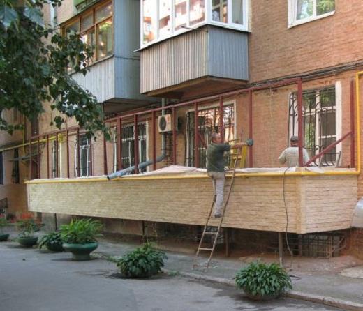 строительство балкона на первом этаже